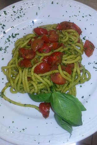 Bigoli pesto and tomatos